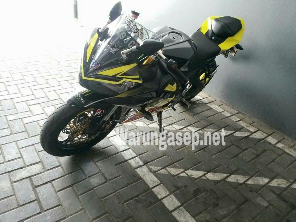 Intip Beberapa Modifikasi Pada Yamaha YZF R15 Karya Apel Oren