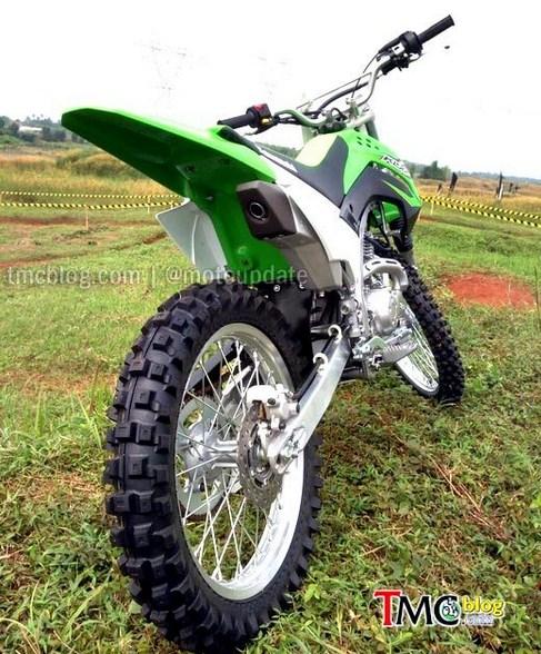 buntut KLX 150 off road tanpa spakbor (pict TMCblog)